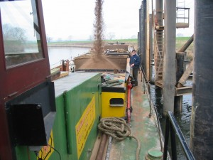 Geoff Wheat loading sand at Collingham, Feb 2005